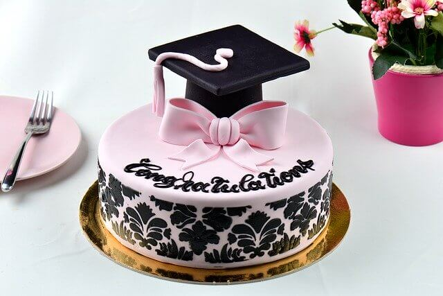 Post Photo for Graduation Day: 800 Free Cakes for Seniors