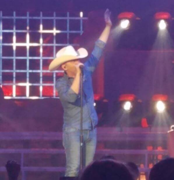 Post Photo for Justin Moore scores 9th number 1 single