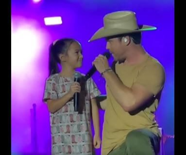 Post Photo for Dustin Lynch Sings with an Adorable Little Girl from the Audience